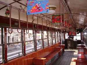 クリスマス電車の車内(2004年12月5日撮影)