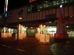 岡山駅東口広場のイルミネーション(2004年12月23日撮影)