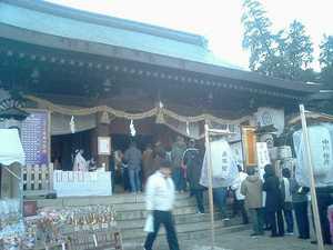吉備津彦神社拝殿前付近(2005年1月1日撮影)